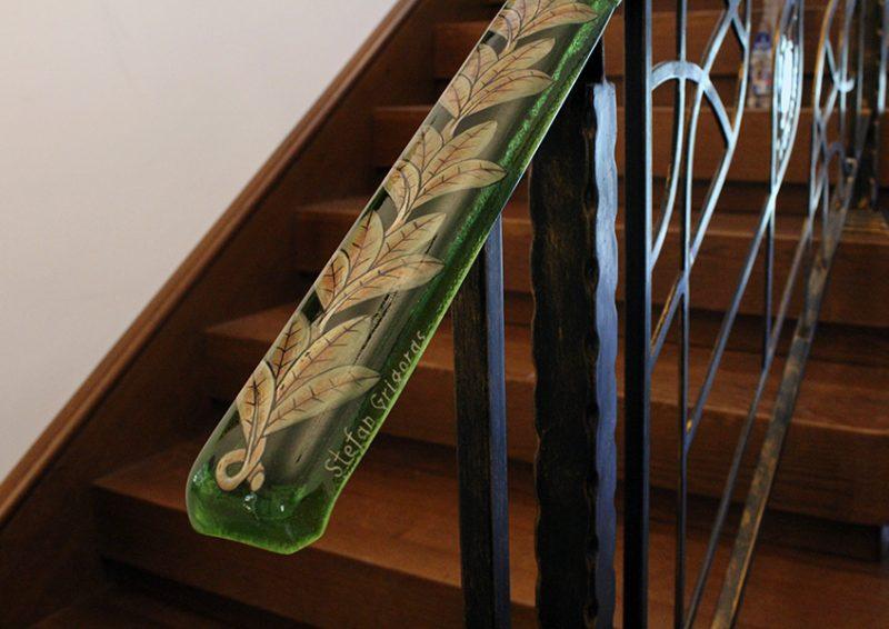 balustrada cu port mana din sticla pictata - detaliu 1