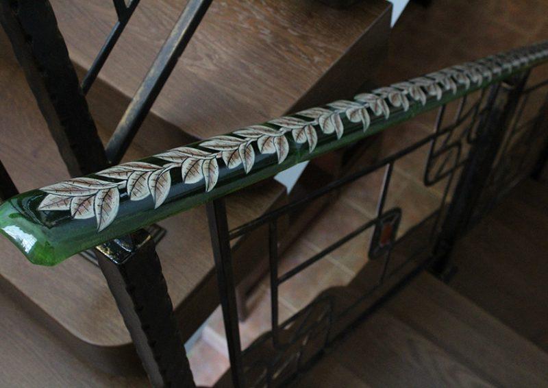 balustrada cu port mana din sticla pictata - detaliu 2