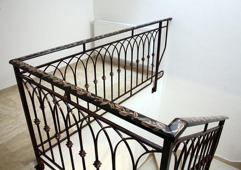 balustrada din fier forjat cu port mana din sticla 2