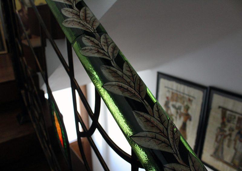balustrada cu port mana din sticla pictata - detaliu 3