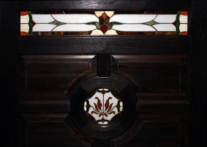 bar din lemn cu vitralii - detaliu 2